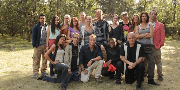"""Les 16 participants du show """"Siberia"""" lors du lancement de l'émission. Combien survivront à l'hiver ?"""